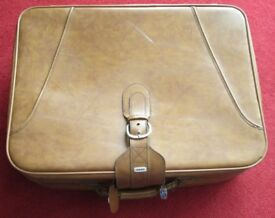 """SUITCASE, vintage ( 1980's) zipped, f/lined, 19""""x26""""x9"""" storge,car travel,collector,theatre,plays"""