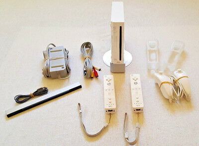 Nintendo Wii Launch Edition White Console (NTSC) + 2 CONTROLLERS + 2 NUNCHUKS ++