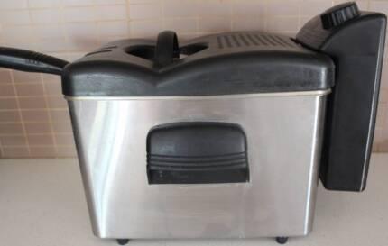 Sunbeam Deep Fryer DF6300.