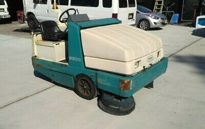Tennant 6600 Gas Powered Ride-on Floor Sweeper 2005 Model