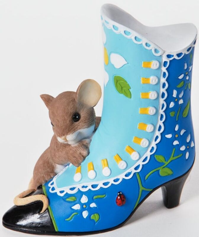 Charming Tails A BEAUTIFUL SOLE IS ALWAYS IN FASHION Mouse & Victorian Shoe