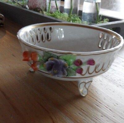 alte Durchbruch Schale Schierholz Porzellan aufgesetzten Blumen reich verziert