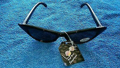 neue modische schwarze  Sonnenbrille in klassischem Style in Hornoptik