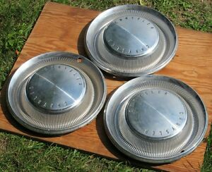 Chrysler hubcaps