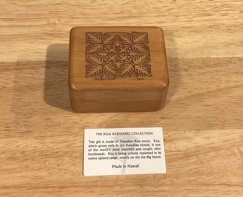 Vintage  Hawaiin KOA Wood Trinket Jewelry Box Breadfruit Quilt Design New