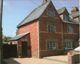 2 Bedroom semi-detatched cottage backing on to nature reserve in Ewelme near Wallingford