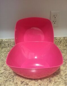 NEVER Used 3 bowls, 3 trays & 2 veggie/dip dishes. $3.00