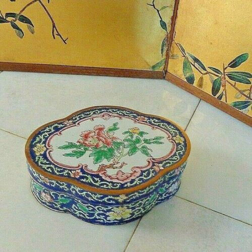 VINTAGE CHINESE BRONZE & ENAMEL LOBATED BOX - HAND PAINTED