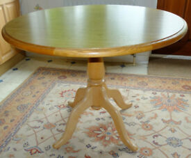 Round table, seats 4, with heat resistant top