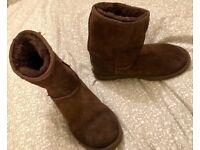 Ugg boots size 3.5, chocolate coloured genuine, slightly worn. U.K. Size 3.5 £20 or nearest offer