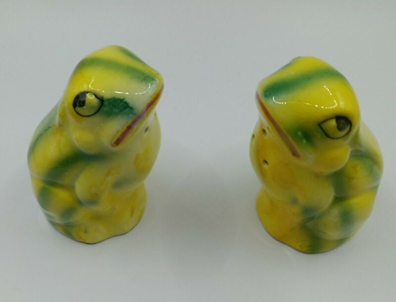 Vintage Collectible Anthropomorphic Frog Salt And Pepper Shakers