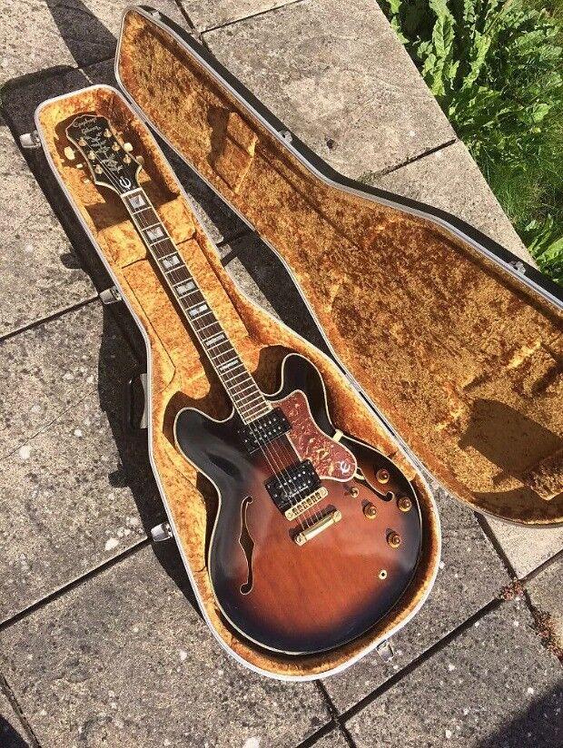 abd5545832 'Epiphone by Gibson' Korean Sheraton - Semi Acoustic Electric Guitar w/  Hardcase & Original Pickups!