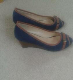 Navy suede wedged shoes