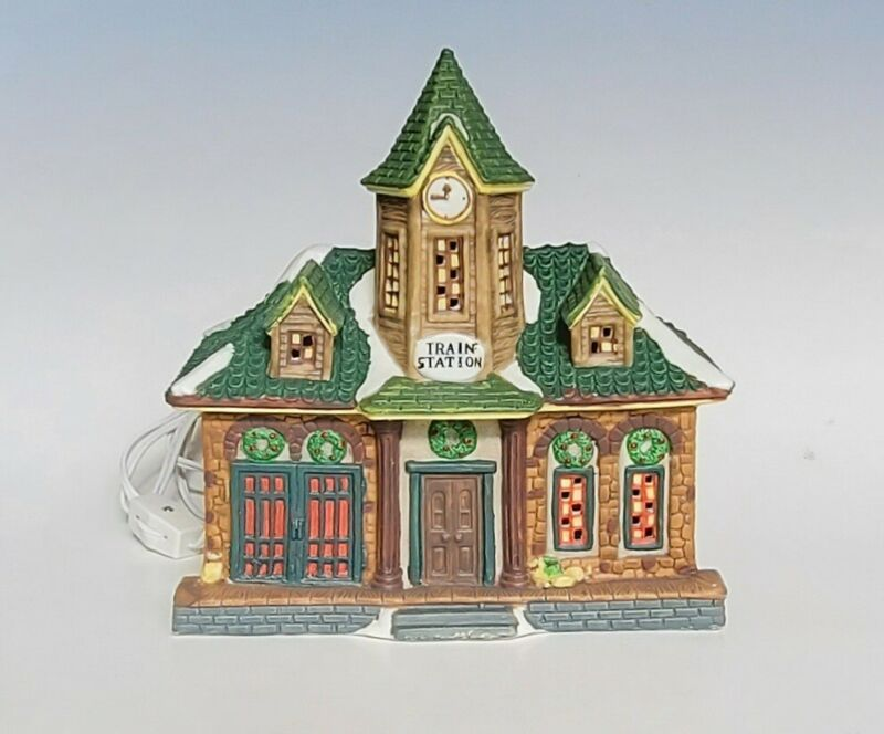 Dickens Collectables Victorian Series Lighted Train Station Porcelain House