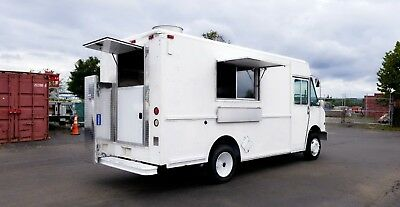 Food Truck Customed by Rolling Kitchens | Brand New 14ft Kitchen | Ready to Go!