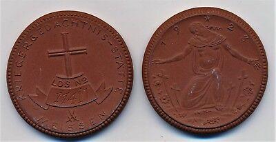 Kriegergedächnis-Stätte 2 Spendenmedaille 1923 Meissen Steinzeug