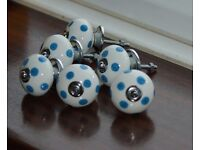 Set of 6 white and blue drawer knobs