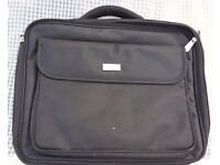 """15.6"""" LAPTOP CASE PROTECTIVE BAG WITH PLENTY OF STORAGE SPACE FOR DISCS & FILES"""