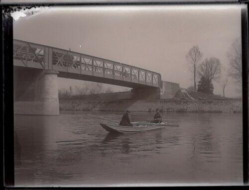 Photo plaque de verre négatif ancien . barque sous pont de fer marcilly 1902