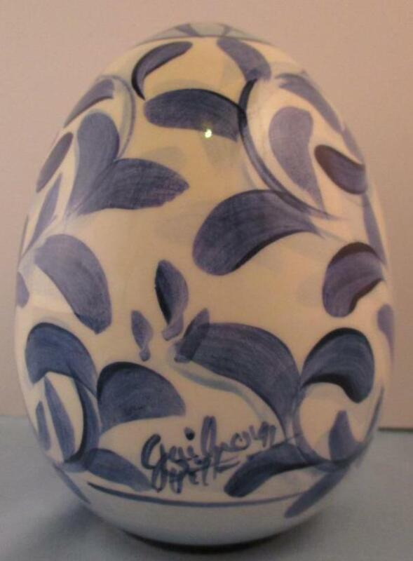 "RARE Signed Gail Pittman Large Floral Egg 5"" Blue White Delft Style 1991"