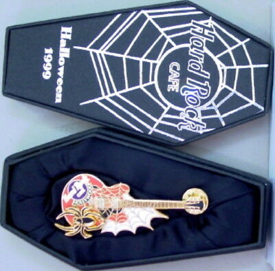 WOOD 1999 HALLOWEEN PIN Spider & Web Guitar in Coffin #96489 (Halloween In Hollywood)