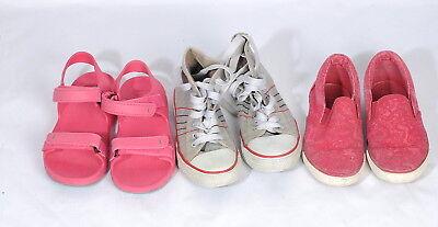 3 Paar Schuhe Gr.33: Fila Chucks grau, Crane (Bade-) Sandalen rosa, Sneaker al.