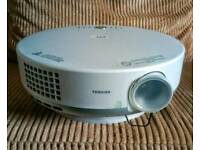 "Toshiba et1 projector and 5ft 4""screen"
