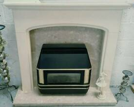 Good quality complete fire surround & valor gas fire all in vgc can deliver 07808222995