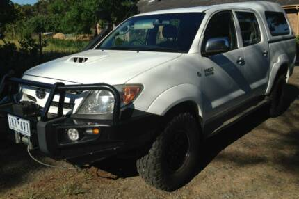 Toyota Hilux SR5 4x4 Factory Turbo Diesel Manual