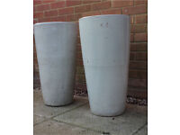 Pair of ceramic plant pot containers
