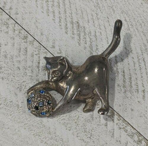 Vintage Silver Tone Cat Playing w/ Blue Rhinestones Yarn Ball Brooch Pin
