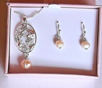 - Silver Oval Freshwater Pearl Pink Peach Flower Necklace & Earring Gift Set Avon