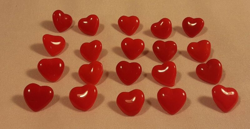 """20 Vtg 1970s JHB International Glass Realistic Novelty BUTTONS 3/8"""" Red Hearts"""