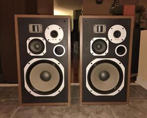 Legendary Pioneer 4-Way Speakers in Near Mint Condtion	HPM-60