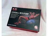 GYM YOGA PILATE BALL FITNESS WITH PUMP 65CM SIZE MEDIUM BLUE BOXED BRAND NEW NEVER USED