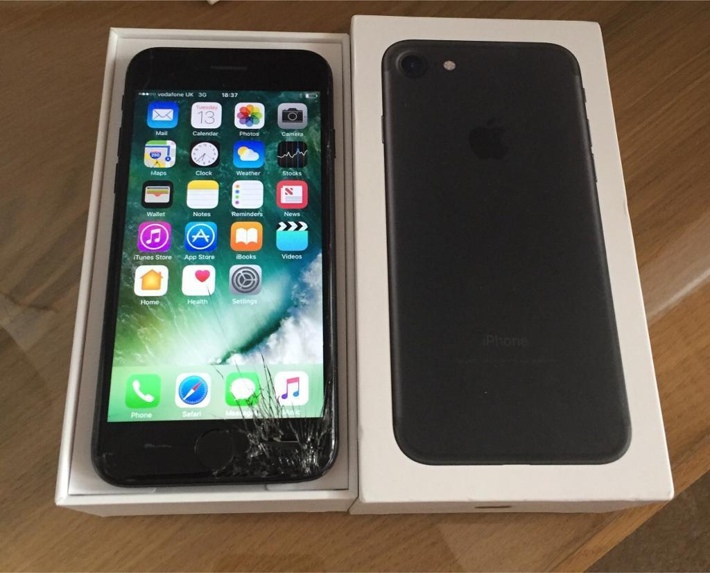 apple iphone 7 32gb vodafone cracked screen in romford london