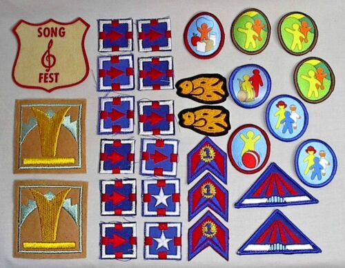 ASSORTED LOT OF 30 GIRL SCOUT BADGES/PATCHES - VINTAGE 70
