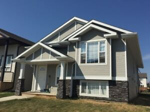 Rare to Find! 4 BED, 3 BATH Full house in Sylvan Lake!
