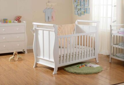 4 in 1 Sleight Bassinet/Cot/Toddler Bed/Sofa w/underneath drawer