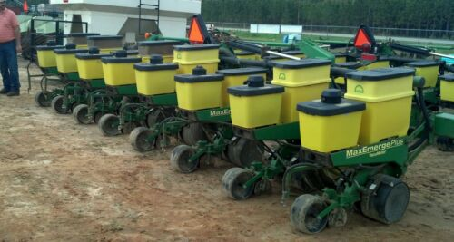 John Deere  8 row 1720 planter