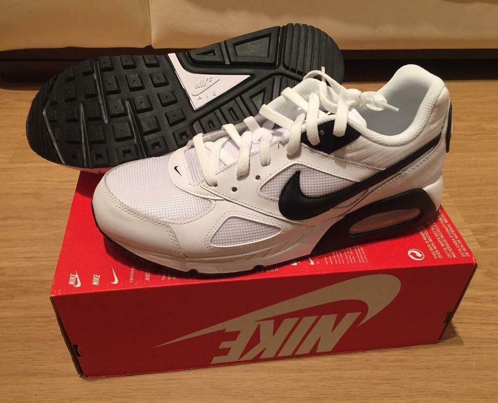 d5fe793aeb6f7 Men's black and white Nike Air Max Ivo trainers. UK size 9. RRP £100