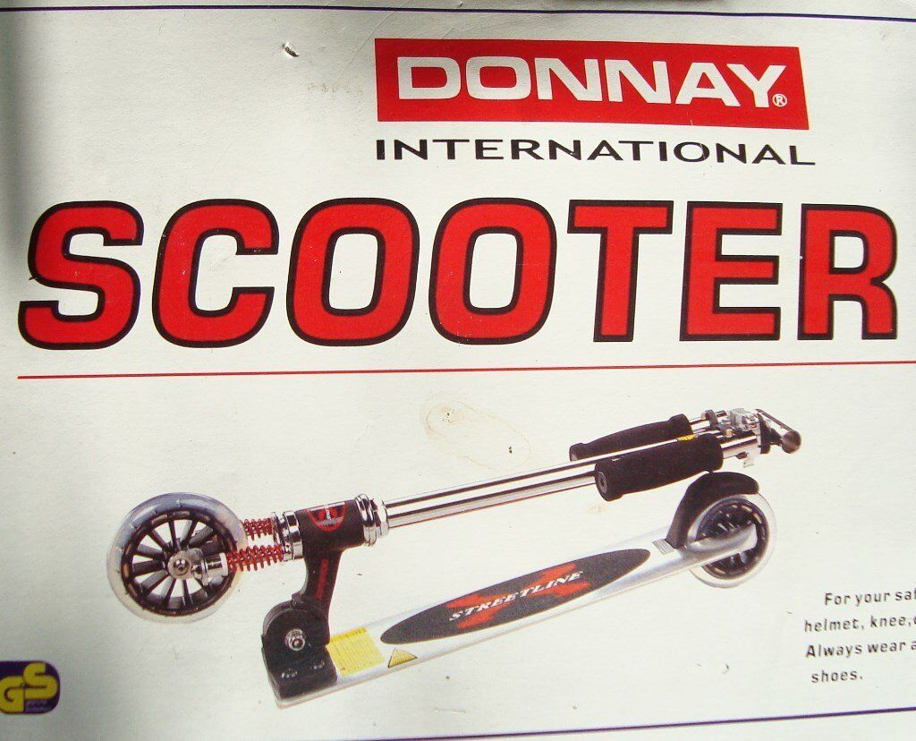 FOLDING SCOOTER Adult or Child fold up lightweight Donnay push scooter