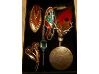 6 broaches of different styles & era's