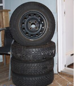 R185-70-14 winter tires on rim excellent shape