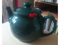 Large teapot with filter (Chatsford, quality ceramic)... perfect size & colour for the Xmas table...