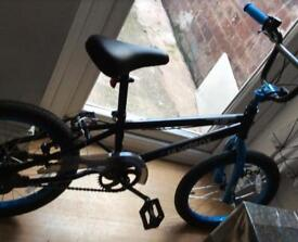 Black and blue bike for ages between 14-17