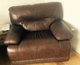 Brown leather electric reclining suite 2/3seater plus large reclining