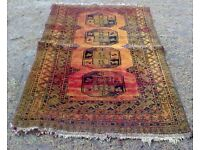 AN ANTIQUE AFGHAN, HAND WOVEN WOOL RUG.