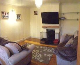 2bed ground floor flat with private parking & garden.