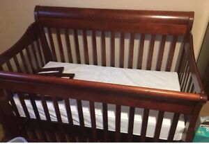 4 in 1 convertible crib with dresser/changetable